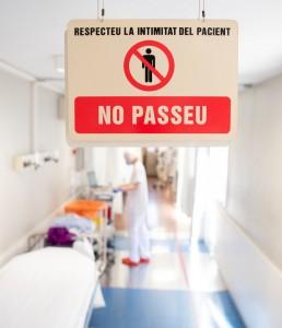 l?atenció a pacients COVID-19 que es fa a Urgències i a la Unitat de crítics de cardiologia de l?Hospital Clínic de Barcelona. pacients COVID-19. Coronavirus, EPI protecció FOTOS: Francisco Àvia Hospital Clínic recurs privacitat pacient metge seguretat prohibit pas Foto: Francisco Àvia Hospital Clínic
